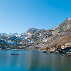 Lake surrounded by mountains, Lake Sabrina, Eastern Sierra, Bishop, Inyo County, California, USA