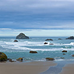 Rock formations in an ocean, Bandon Beach, Bandon, Coos County, Oregon, USA