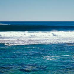 Wave splashing in the sea