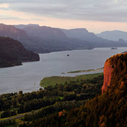 River flowing through mountains, Columbia River Gorge, Crown Point, Columbia River, Oregon, USA