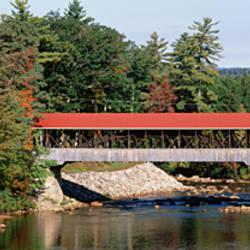 USA, New Hampshire, Conway, Covered bridge over Saco River